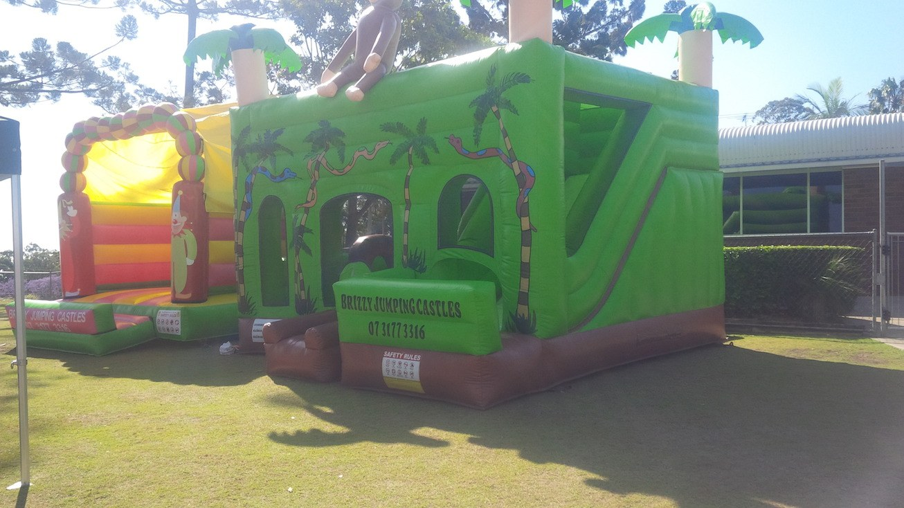 Medium Bouncy Castles vs Large Combo Jumping Castles