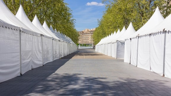 Marquee Hire With Walls